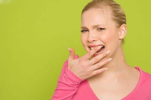 Trồng răng sứ bị ê buốt phải làm sao cho nhanh hết?