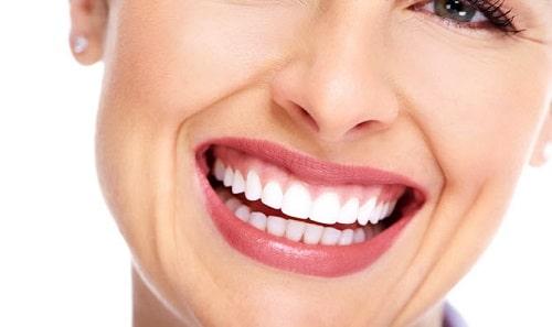 nhổ răng khểnh