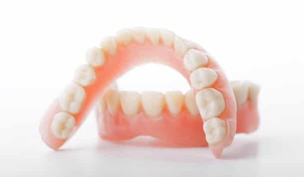 Nhổ răng hàm trên giá bao nhiêu